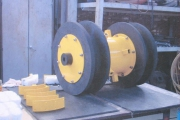 Sealing discs fitted to the tool